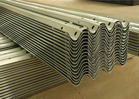 近期钢材行情又涨了波形护栏一米多少钱