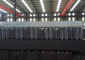 全国最大的高速护栏板生产基地山东冠县波形护栏厂家