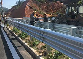 高速公路波形护栏安装一米多少钱