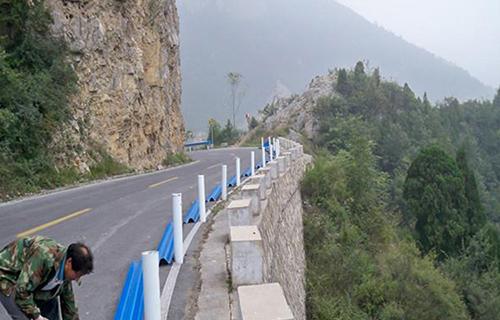 安装高速防护栏板要注意什么需要什么工具