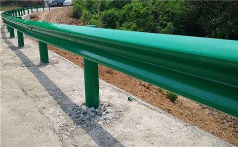 影响山东高速护栏板价格的因素有哪些?